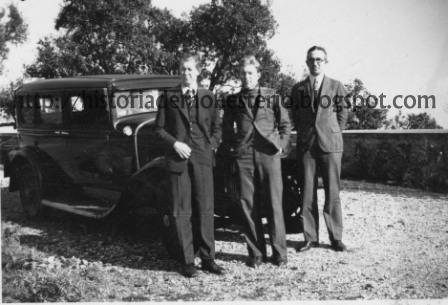 Seppelt, Gee y su conductor junto al viejo Buick con el que recorrieron media España en 1936