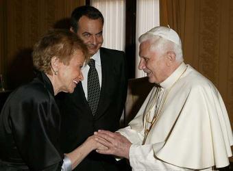 Benedicto_XVI_saluda_Fernandez_Vega_presencia_Rodriguez_Zapatero