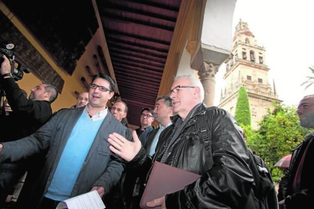 IU eleva la provocación con un acto sin permiso en la Mezquita-Catedral