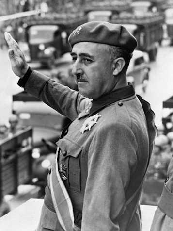 Francisco Franco en el desfile de la Victoria.