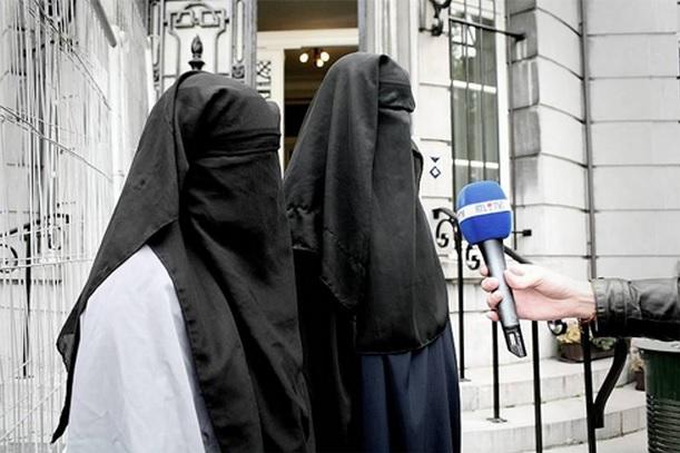 Dos mujeres musulmanas en el barrio de Molenbeek, en Bruselas, cuna del yihadismo europeo / YouTube