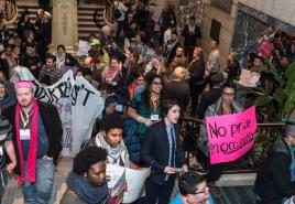 La reciente protesta antiisraelí en la conferencia LGBTQ en Chicago.  Foto: Un puente del Gran / Facebook.