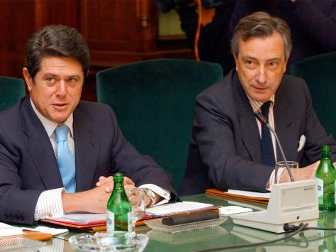 El exministro de Defensa, Federico Trillo (i), y el exdirector del CNI, Jorge Dezcallar (d).