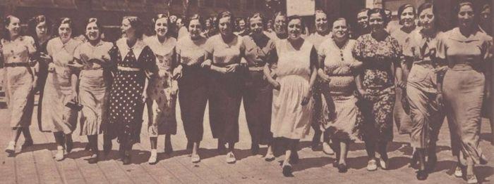 Mujeres durante la huelga textil de Barcelona.