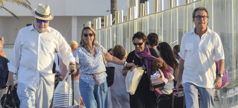 Foto: Artur Mas y su señora, Helena Rakosnik: escapada a todo trapo en Formentera