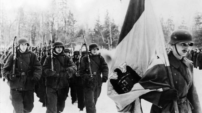 Integrantes de la División Azul desfilan en el frente ruso. /Wikimedia