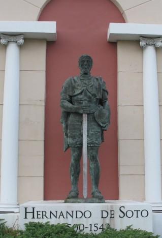estatua de Soto en el centro de Brandenton