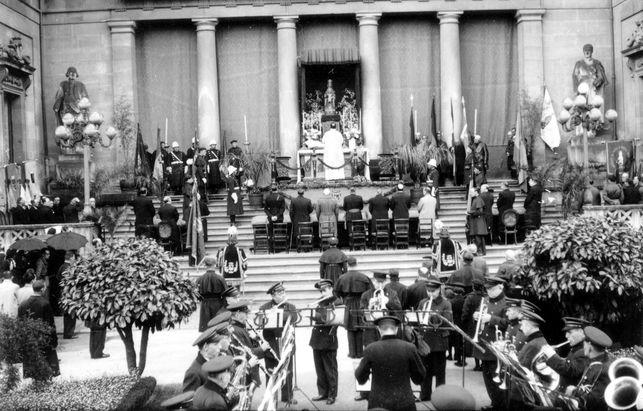 Fiesta de la Victoria en la Diputación, sede del Ministerio de Justicia, en 1939