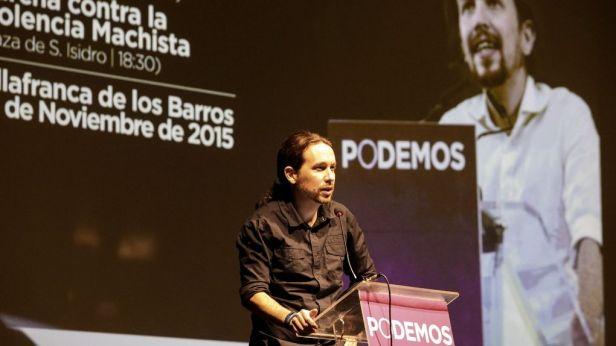 Pablo Iglesias habla sobre la importancia de la memoria histórica, este miércoles en Villafranca de los Barros (Badajoz).