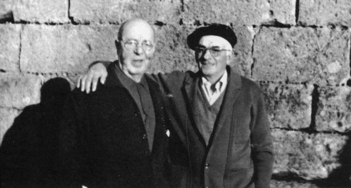 A la izquierda, Manuel Calderón junto al getariarra Pedro De la Hoz, uno de los marineros del Bou Nabarra al que Calderón salvó del pelotón de fusilamiento.