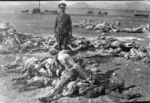 Centenares de cuerpos de españoles troceados y amontonados por los nativo marroquíes.