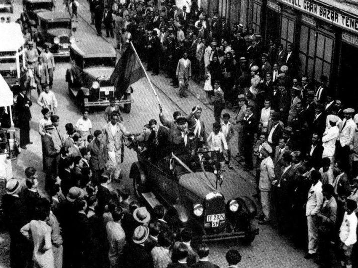 Celebraciones por la victoria del Frente Popular en 1936.