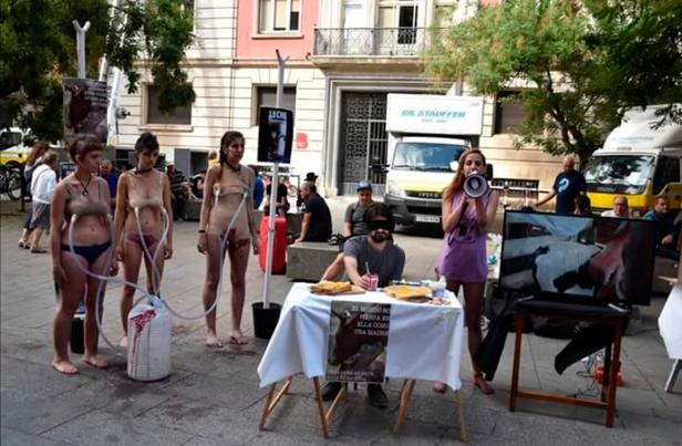 Resultado de imagen de barcelona feministas leche