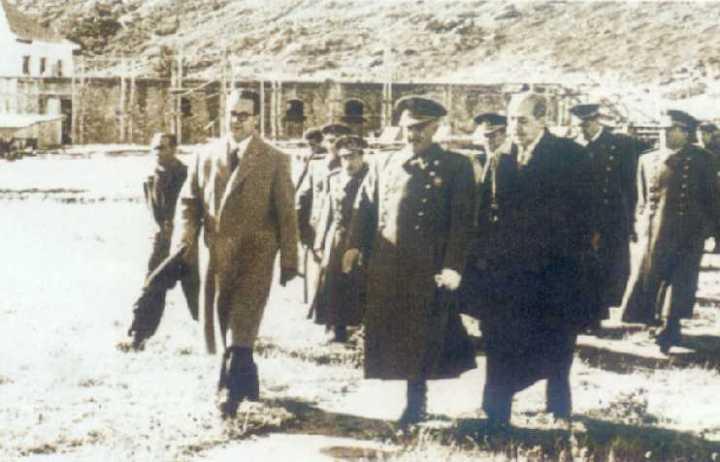 El general Franco visitando las obras del Valle de los Caídos.