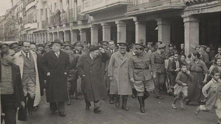 De Izquierda a derecha: Negrín, Azaña, Prieto, el General Vicente Rojo y Lister.