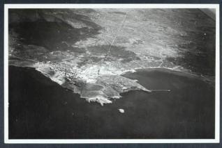 Esta es la imagen tomada por uno de los tripulantes de los Savoia instantes antes de soltar su carga de bombas.