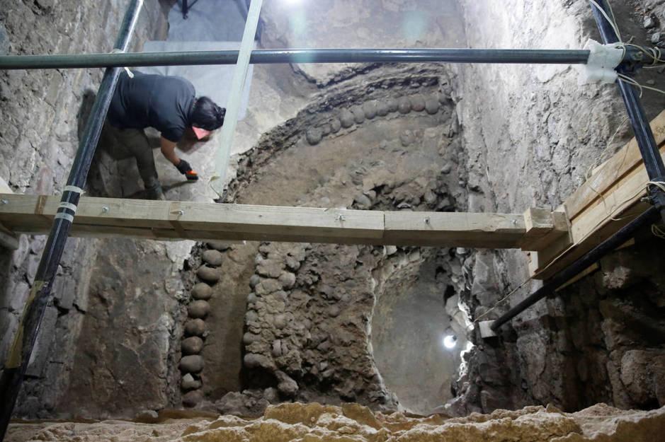 La antropóloga Íngrid Trejo en el yacimiento de Templo Mayor (Tenochtitlán). (Reuters/Henry Romero)