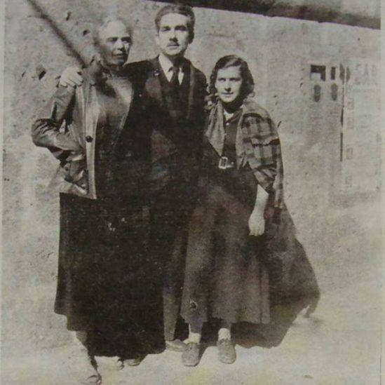 Caridad Mercader, Lena Imbert (novia de Ramón Mercader) y el intelectual comunista cubano Juan Marinero, en Guadalajara, México. Finales de 1936.
