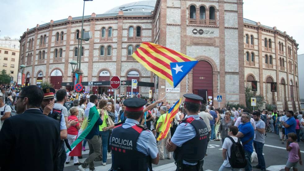 Asistentes al Tarraco Arena, donde se celebró un acto de campaña en favor de referéndum ilegal.
