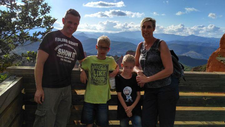 Doris y Joaquín con sus hijos, Aaron y Noah.