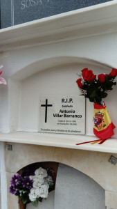 Placa conmemorativa en memoria de Antonio Villar.