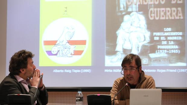 Fernando Hernández (dcha) y el concejal Mauricio Valiente, en la presentación del informe sobre los fusilados en el Cementerio del Este
