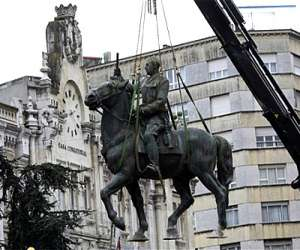 Resultado de imagen de estatua franco largo caballero