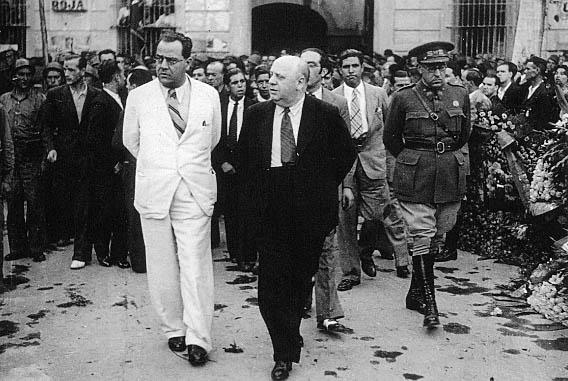 Resultado de imagen de Indalecio Prieto, a la izquierda, y Juan Negrín, pocas semanas antes de iniciarse la Guerra Civil española.