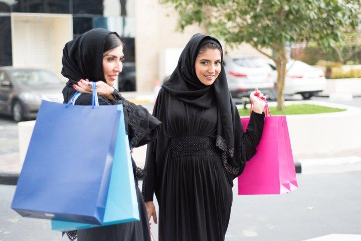 16. Kuwait - 0.628.  Este país no ha tenido ni un solo año en los últimos 50 años con una jefa de estado, y solo el 3,1% de los parlamentarios son mujeres.  Sin embargo, se inscribieron más mujeres en la educación secundaria y terciaria.