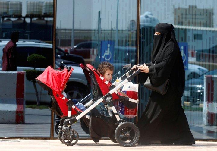 7. Arabia Saudita - 0.584.  A las mujeres solo se les permitió votar y presentarse como candidatas en las elecciones municipales por primera vez en 2015. Este año se les permitió conducir por primera vez.