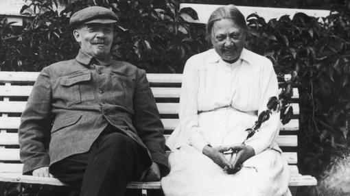Lenin9, junto a su esposa en 1922