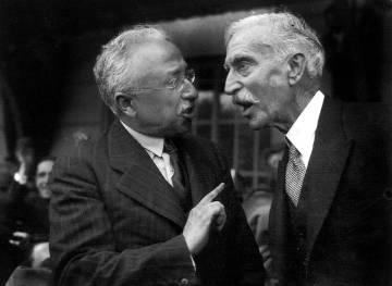 Niceto Alcalá Zamora (izquierda), presidente de la II República, habla con Macià, en 1931.