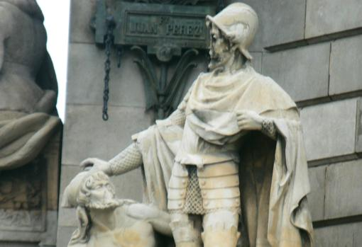 Estatua de Pere Bertran y Margarit en el Monumento a Colón (Barcelona)