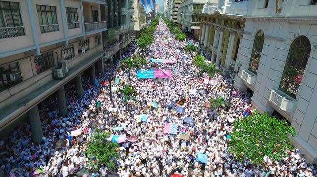 Masiva marcha en Quito por la defensa de la familia y la libertad de educación.