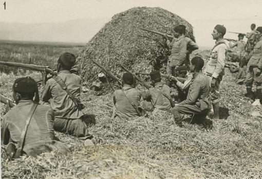 Los regulares en acción durante una operación en Zarinna.