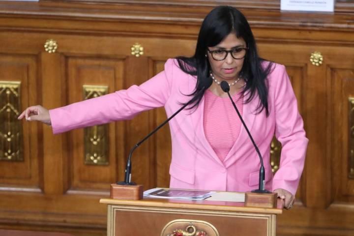 Alarma y máxima preocupación en la comunidad de venezolanos disidentes en España por el encuentro de Delcy Rodríguez con Ábalos.